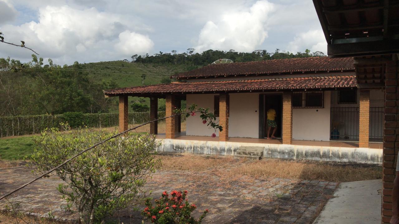 FZ 108 – Fazenda com 200 hectares, poço artesiano, barragem, curral, 2/casas sede…